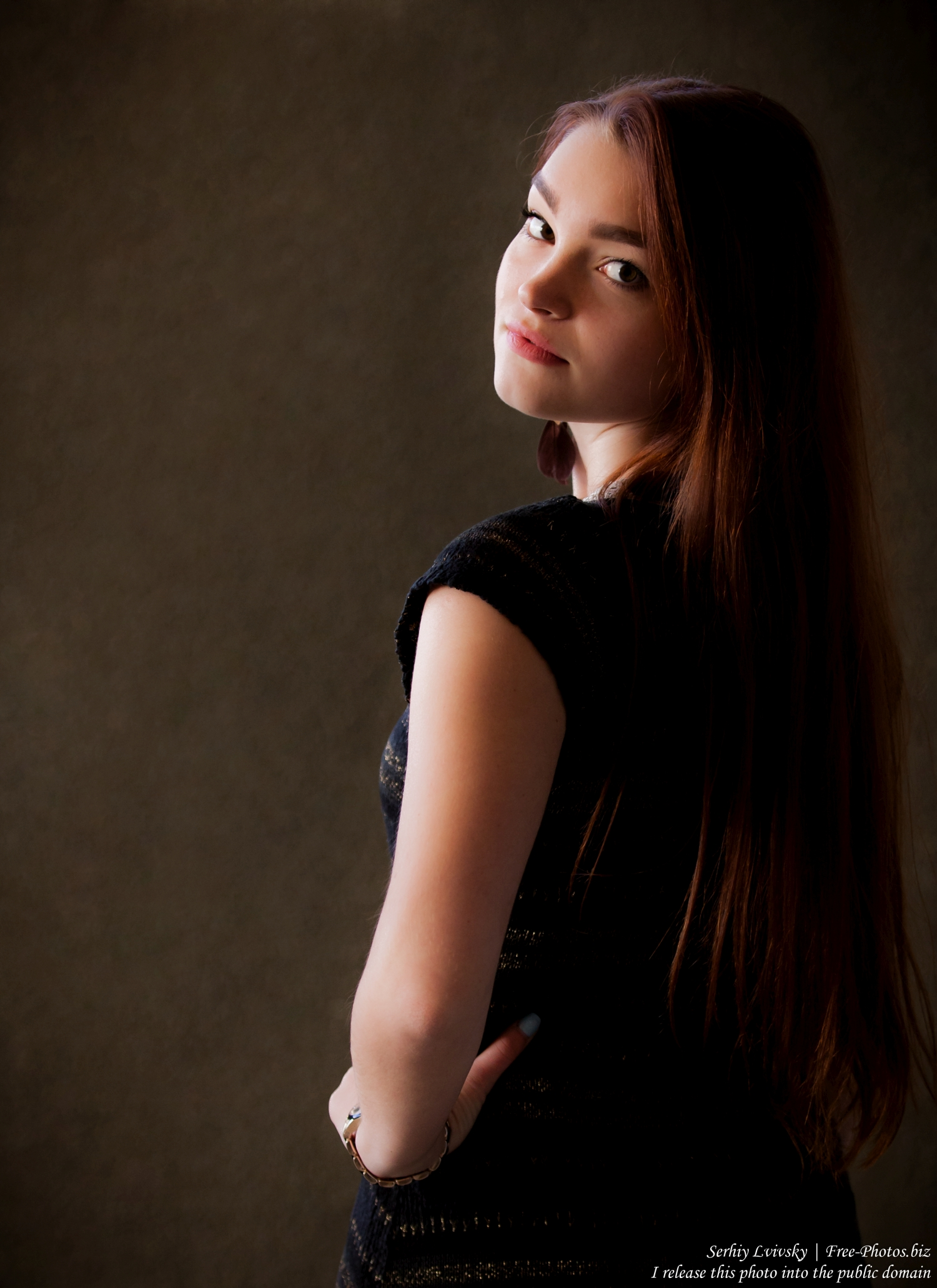 an_18-year-old_girl_photographed_by_serhiy_lvivsky_in_oct_2015_12