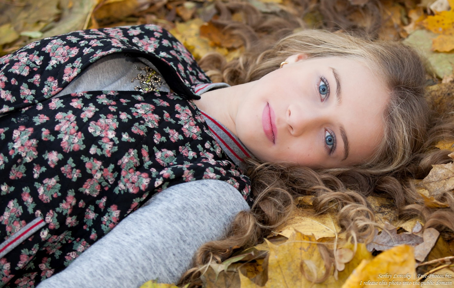 a_13-year-old_girl_photographed_by_serhiy_lvivsky_in_october_2015_05