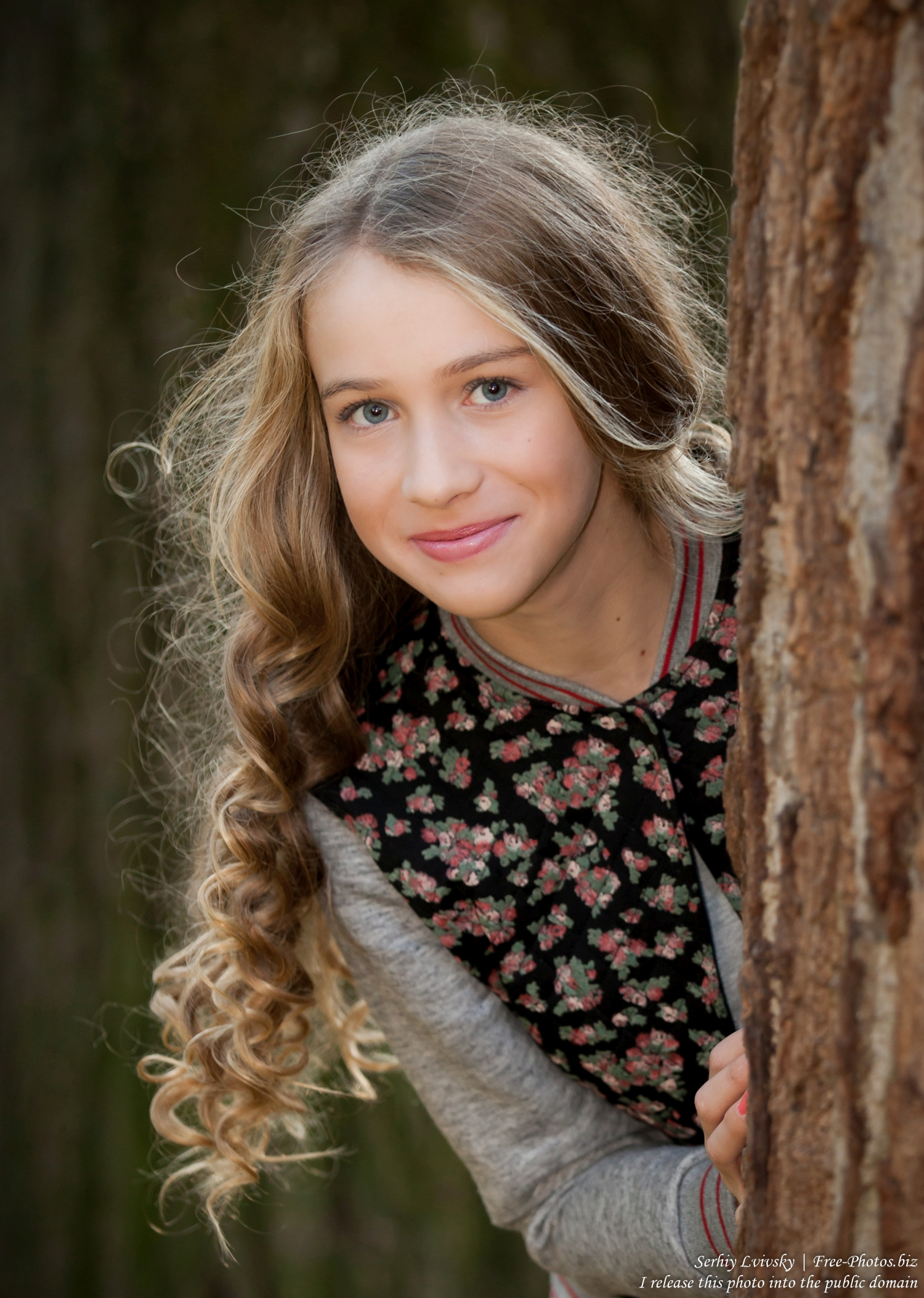 a_13-year-old_girl_photographed_by_serhiy_lvivsky_in_october_2015_06