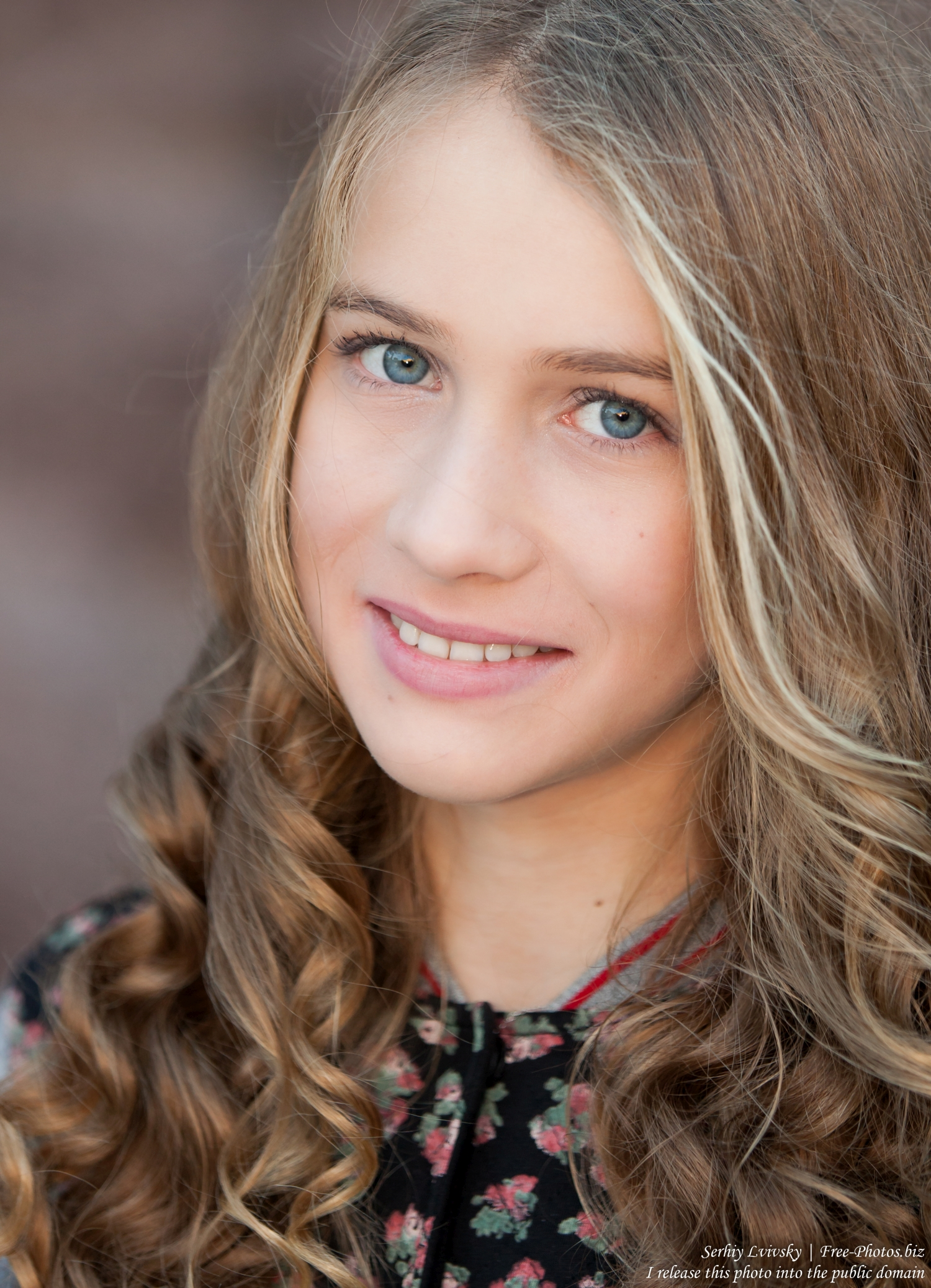 a_13-year-old_girl_photographed_by_serhiy_lvivsky_in_october_2015_12