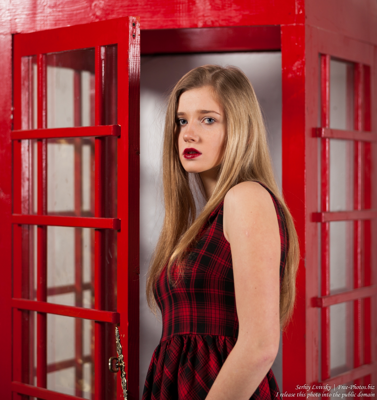 a_17-year-old_natural_blond_girl_photographed_by_serhiy_lvivsky_in_january_2016_18