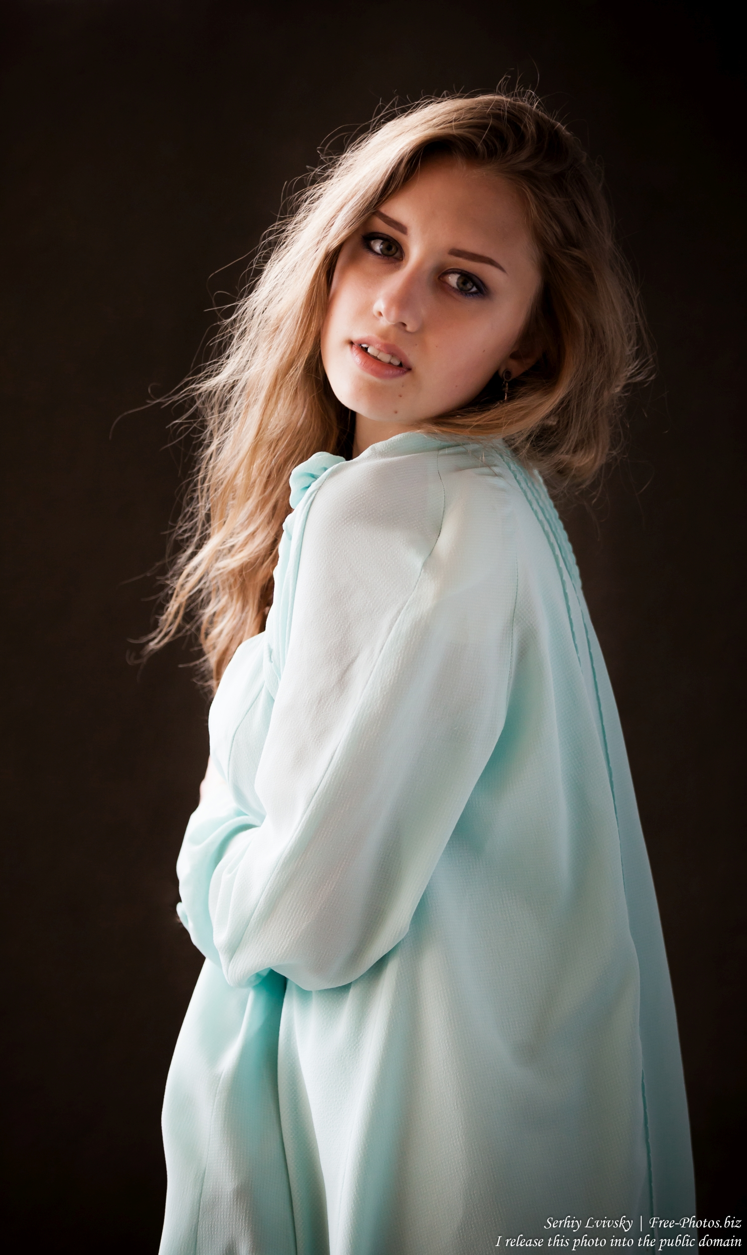 a_16-year-old_natural_blond_girl_photographed_by_serhiy_lvivsky_in_july_2016_38