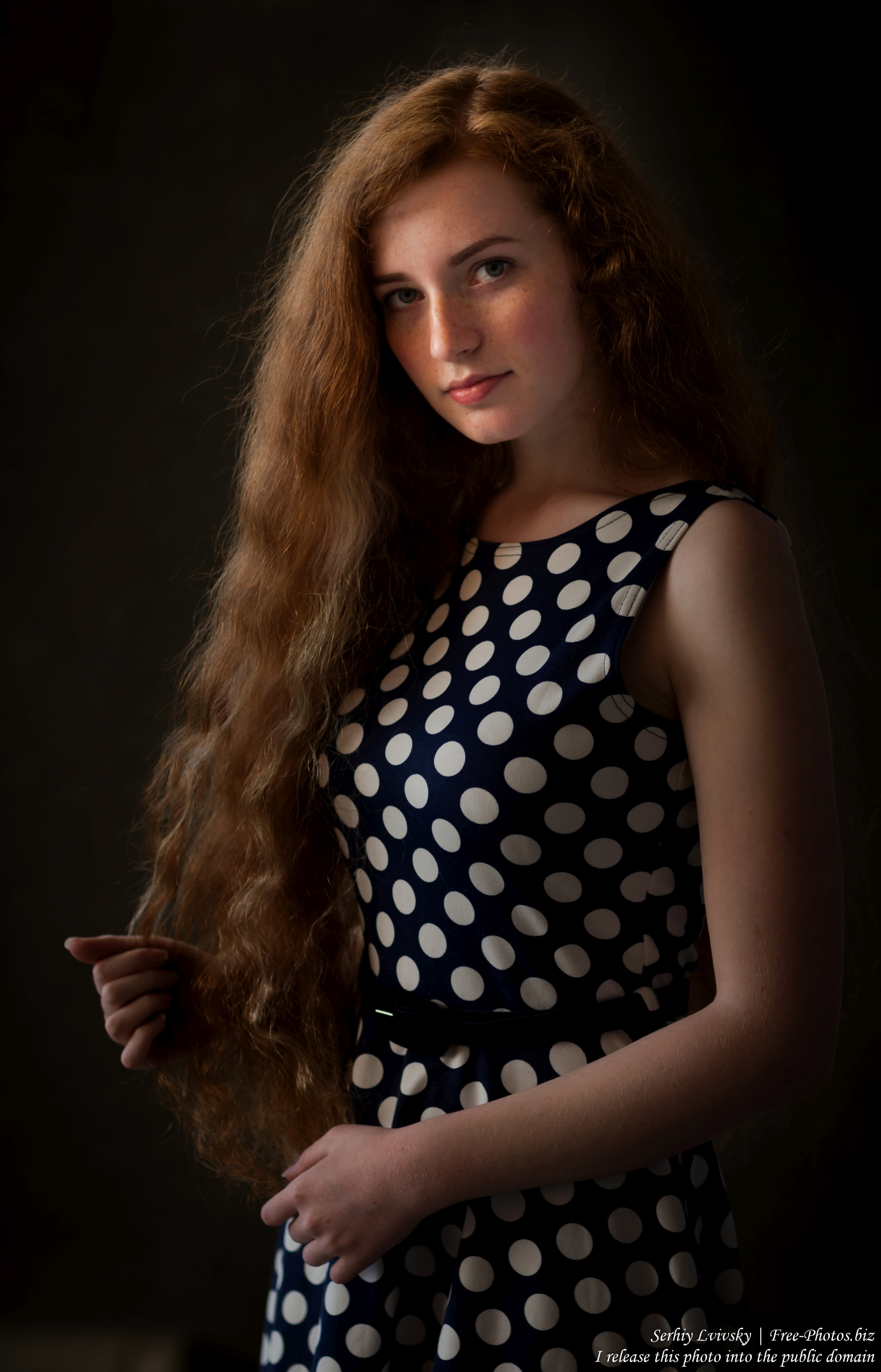 ania_a_19-year-old_natural_red-haired_girl_photographed_in_june_2017_by_serhiy_lvivsky_17