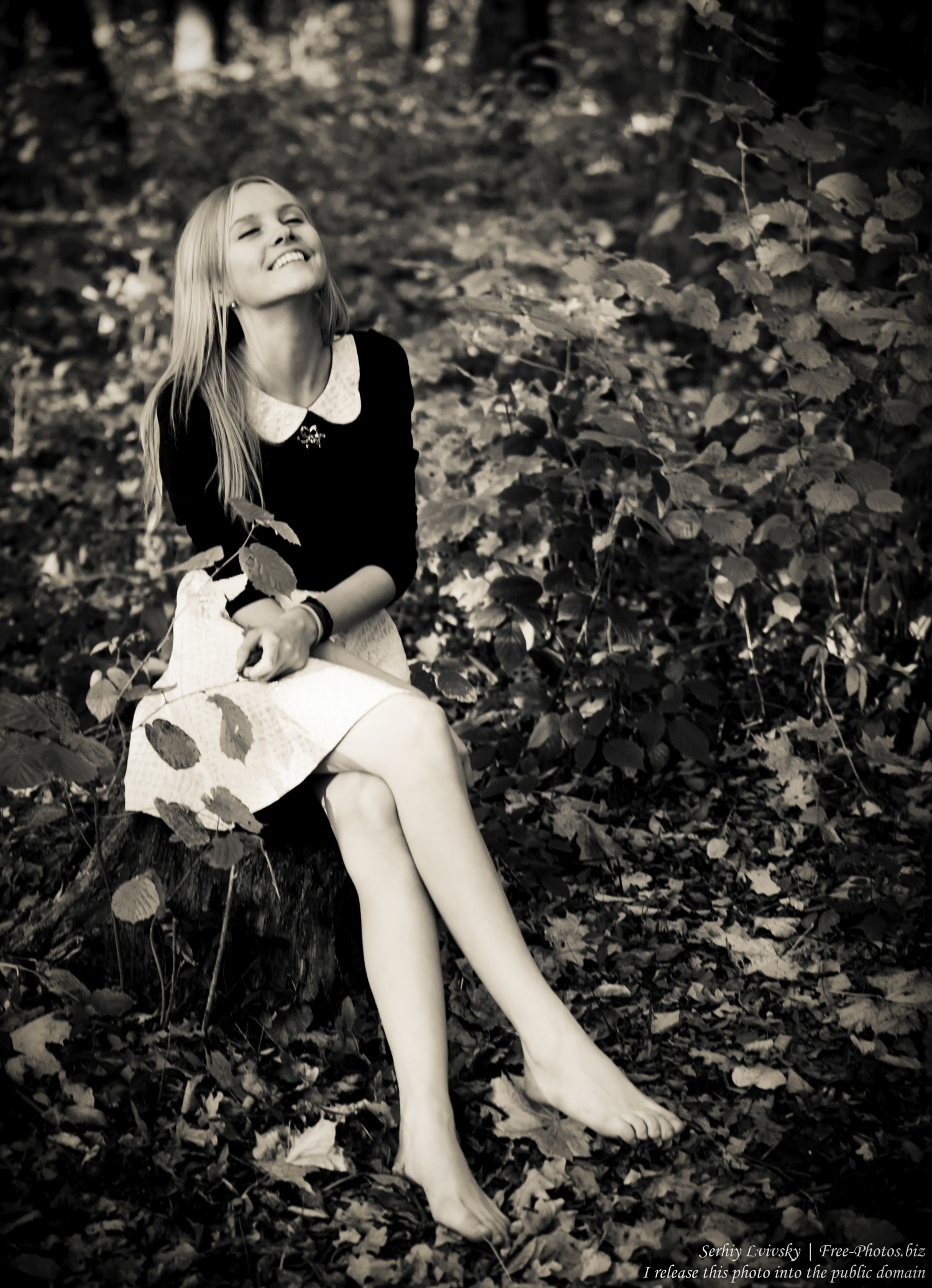 a_15-year-old_blond_girl_photographed_by_serhiy_lvivsky_12_black_and_white