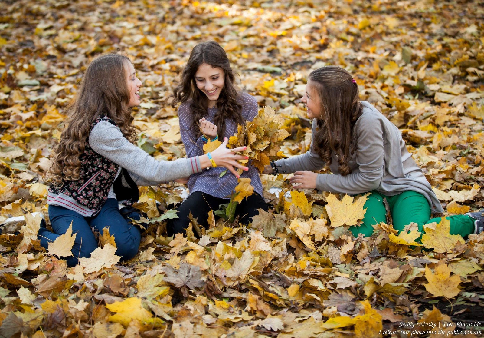 Photo of three teen girls photographed by Serhiy Lvivsky in October 2015