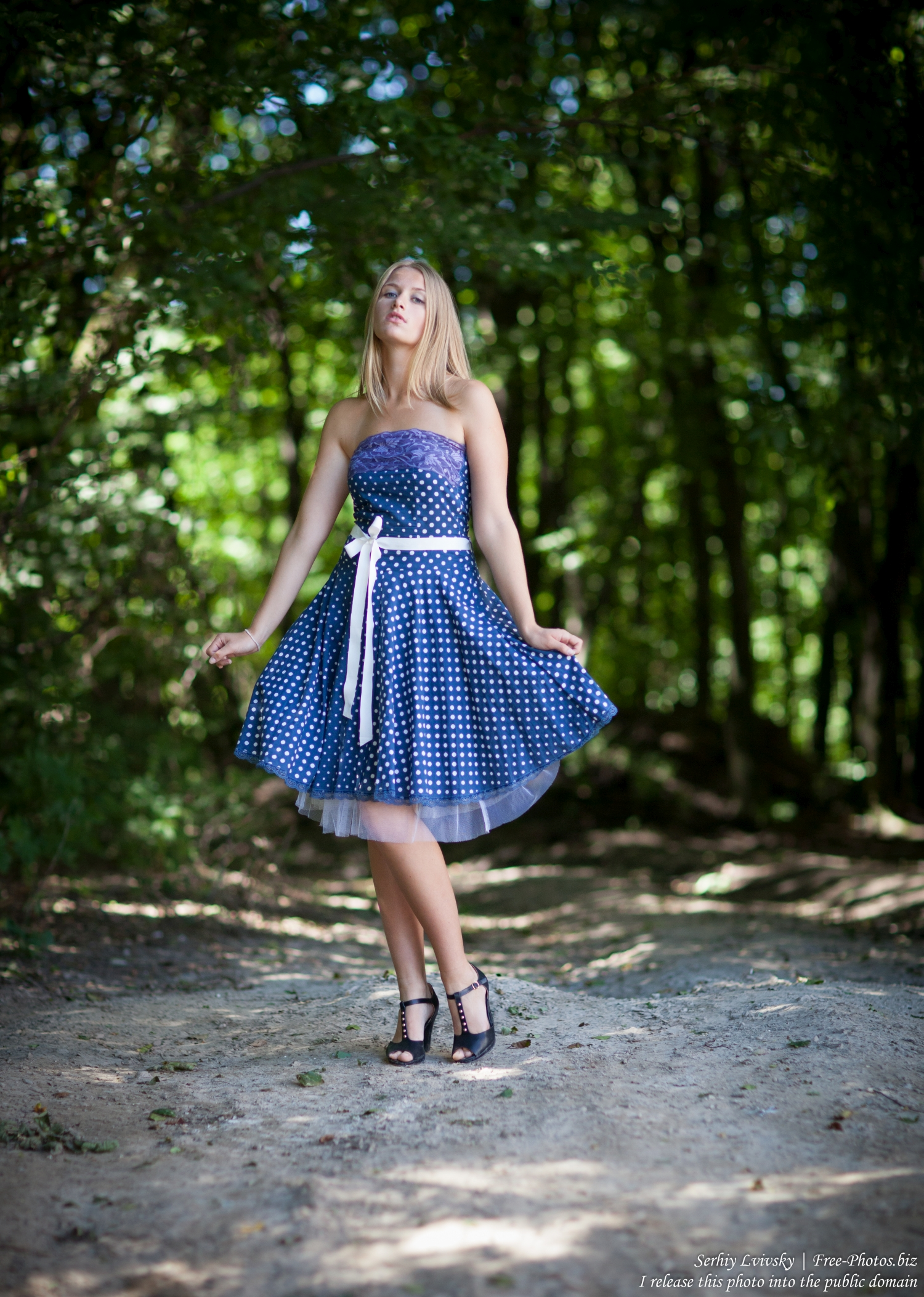 19_a_14-year-old_natural_blond_girl_photographed_by_serhiy_lvivsky_in_july_2016_unprocessed_10