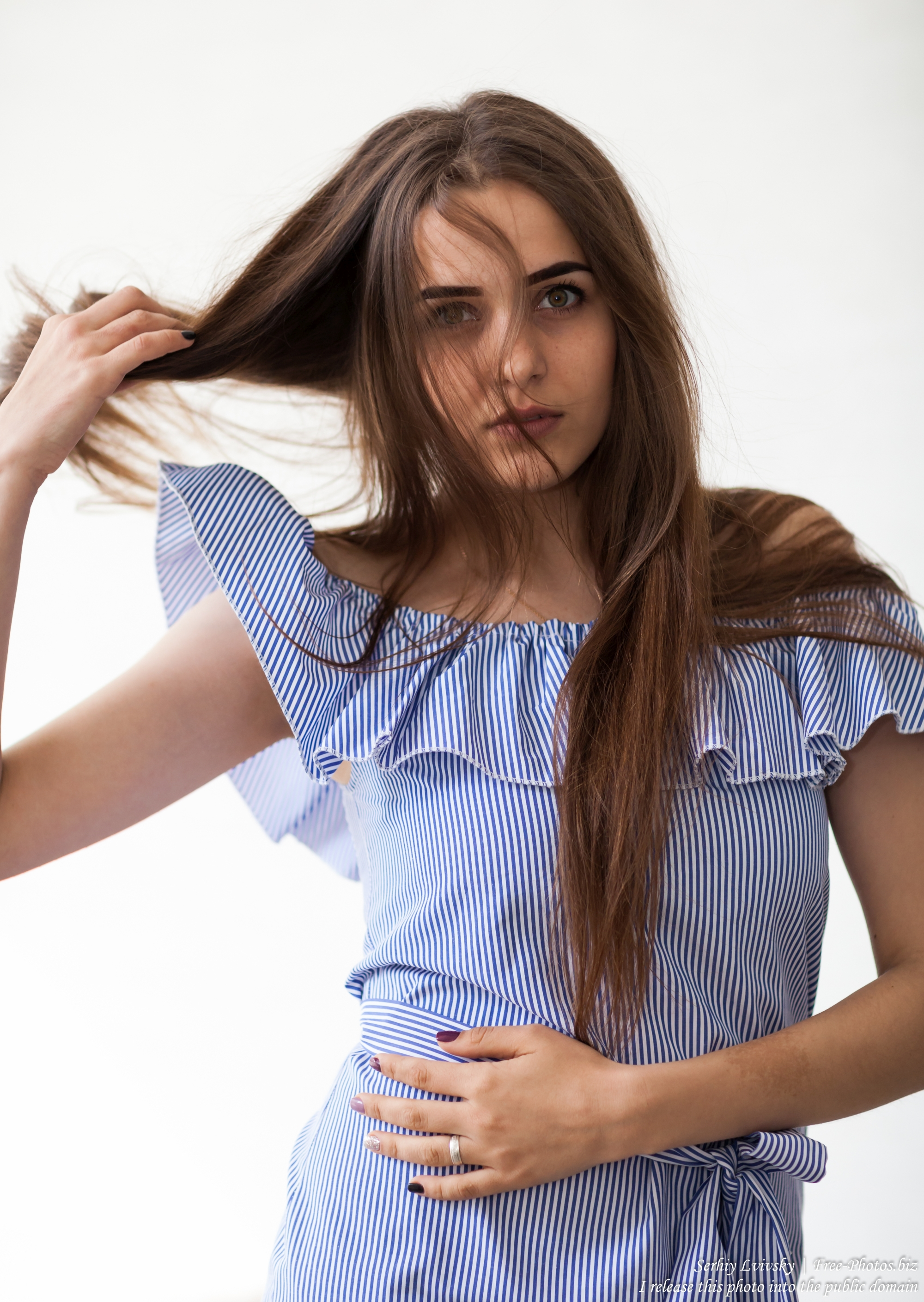 olena_a_20-year-old_brunette_girl_photographed_in_june_2017_by_serhiy_lvivsky_03