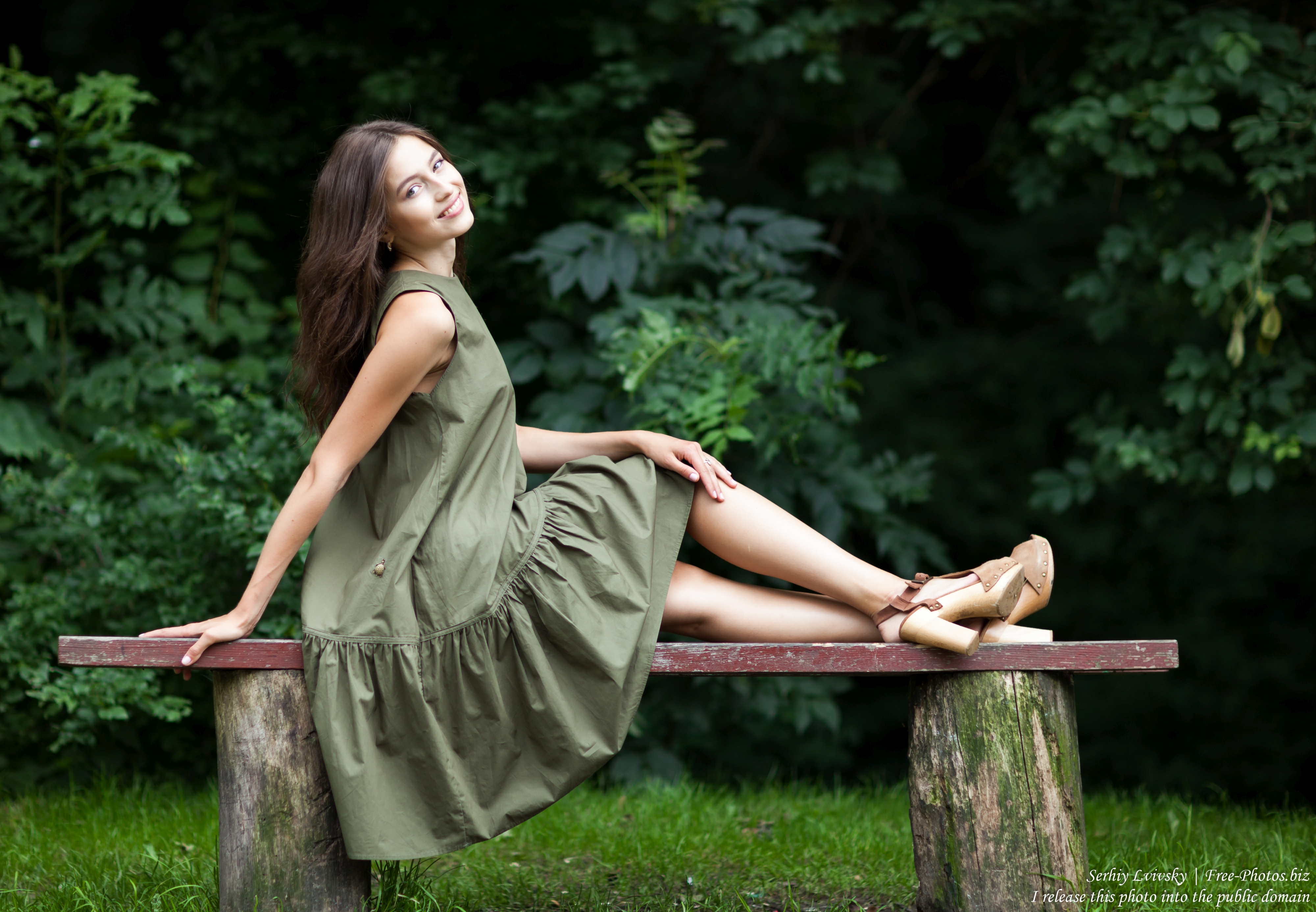 sophia_a_19-year-old_brunette_girl_photographed_by_serhiy_lvivsky_in_june_2018_27