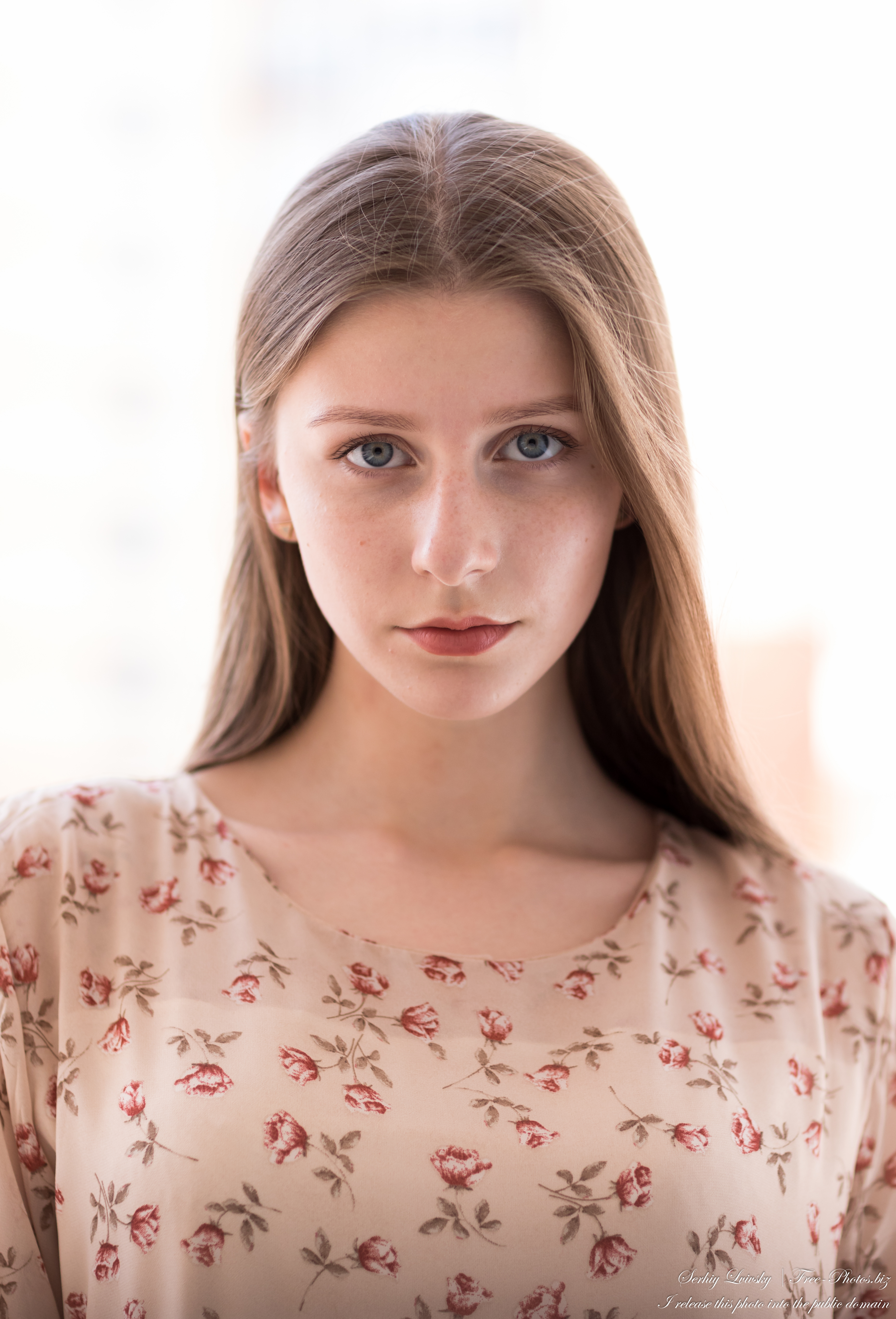 inna_an_18-year-old_natural_fair-haired_girl_photographed_in_july_2020_03
