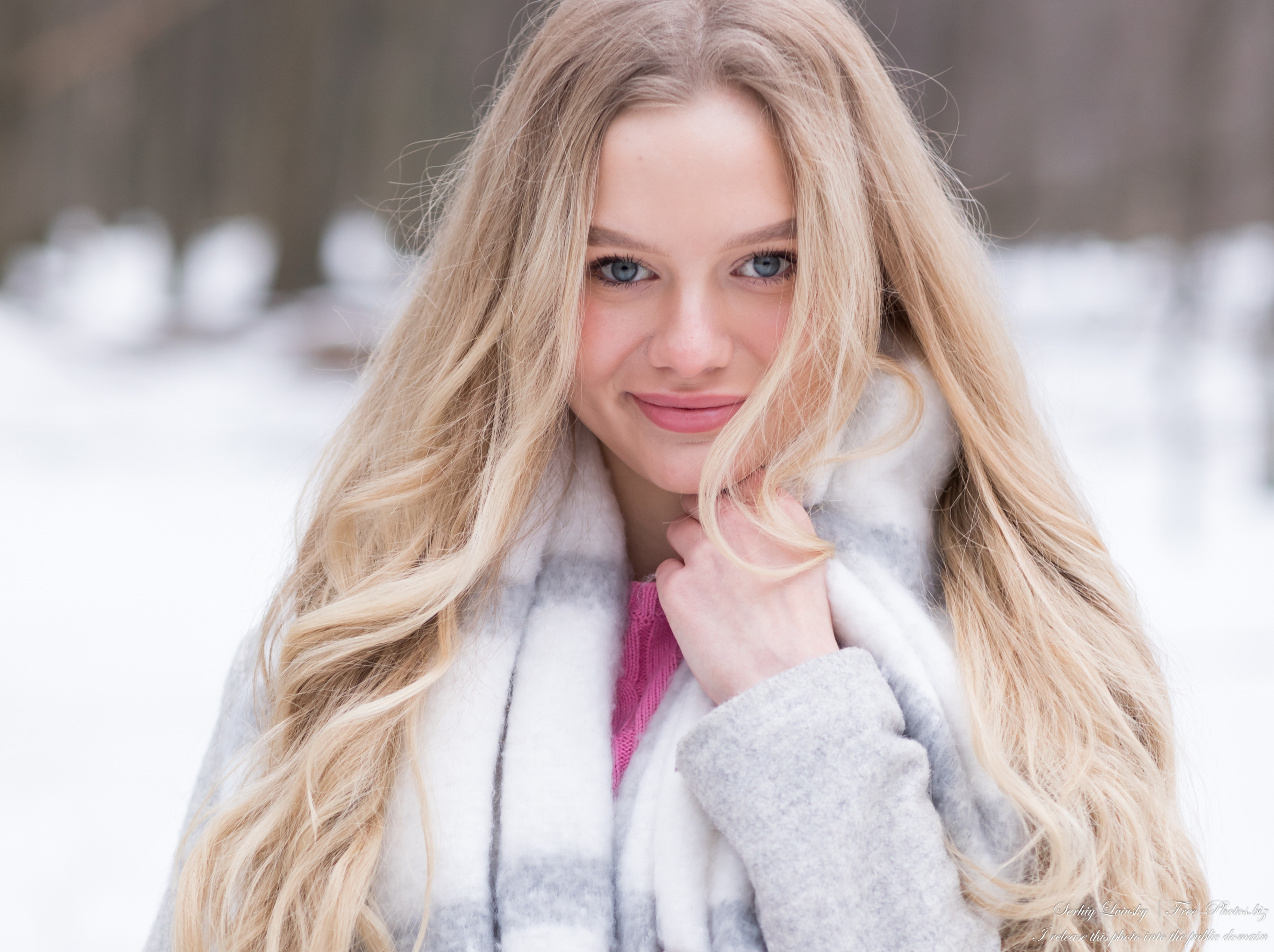 oksana_a_19-year-old_natural_blonde_girl_photographed_by_serhiy_lvivsky_in_march_2021_33