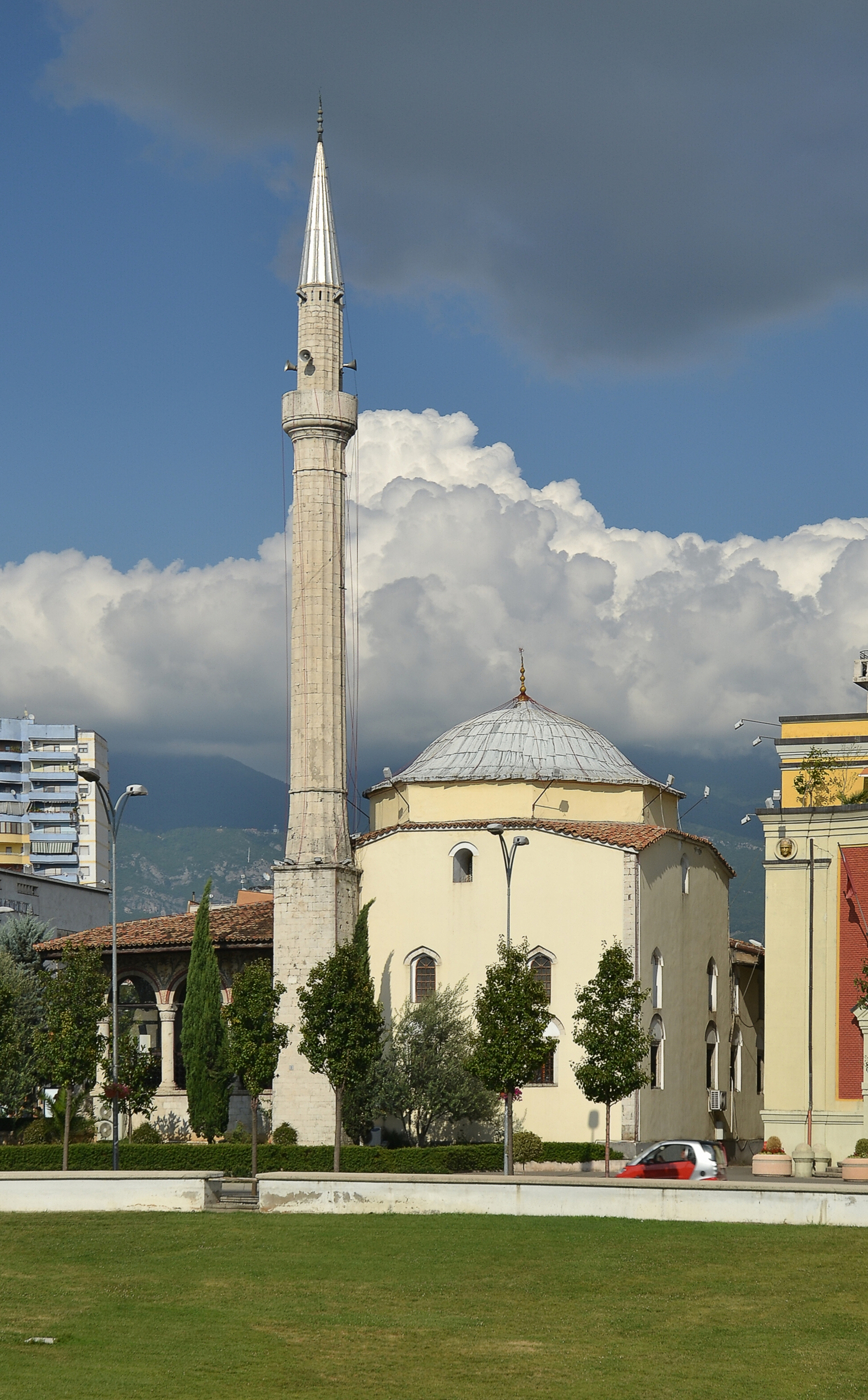 Ethem Bey mosque, Tirana (by Pudelek)