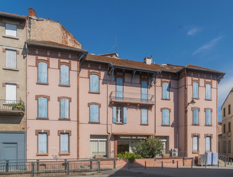 Building at 44 Rue Emile Grand in Albi