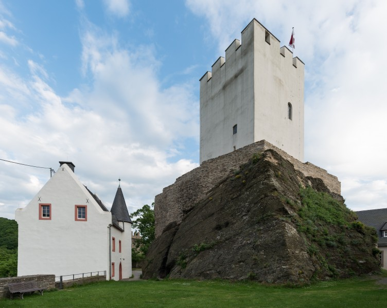 Keep and women's house, Sterrenberg Castle, Northwest view 20150513 2