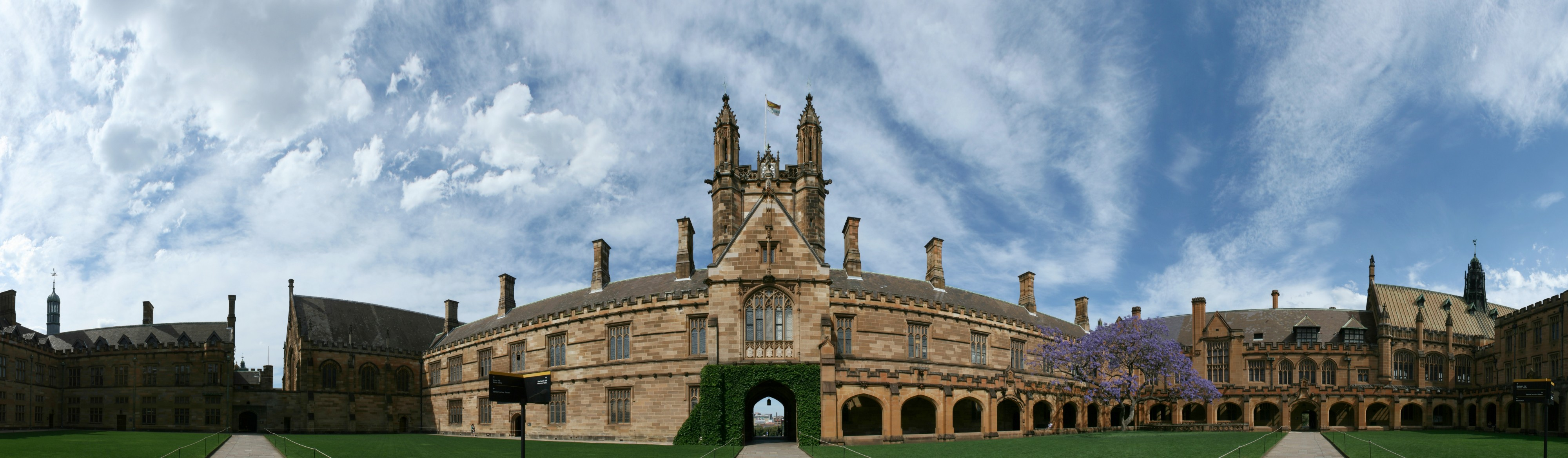 SydneyUniversity MainQuadrangle panorama 270