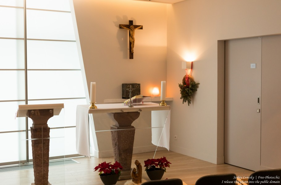 a chapel in Warsaw airport photographed in January 2020 by Serhiy Lvivsky, picture 4