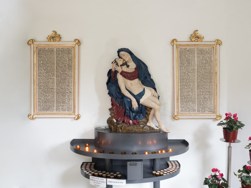 Ebensfeld-Pieta-War-Memorial-9040167-PS