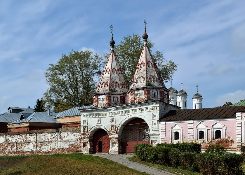 Holy Gate at Rizopolozhensky Convent in Suzdal