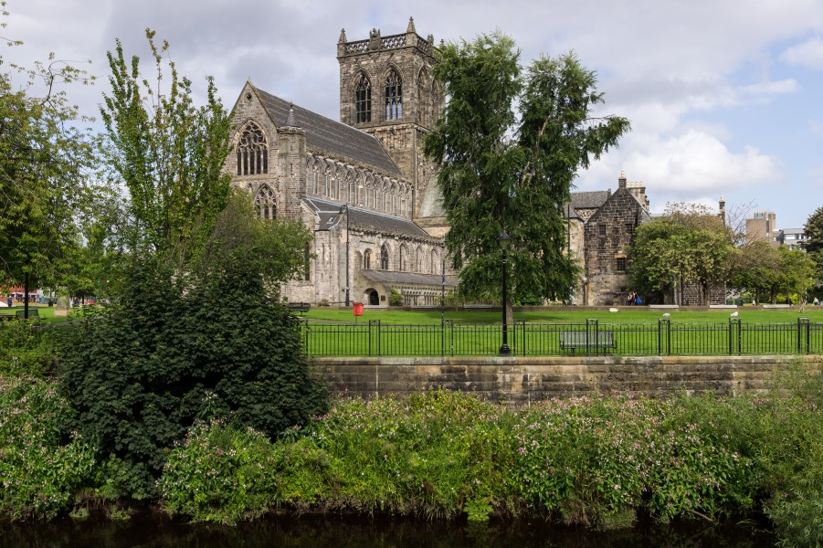 Paisley Abbey from the west with White Cart Water