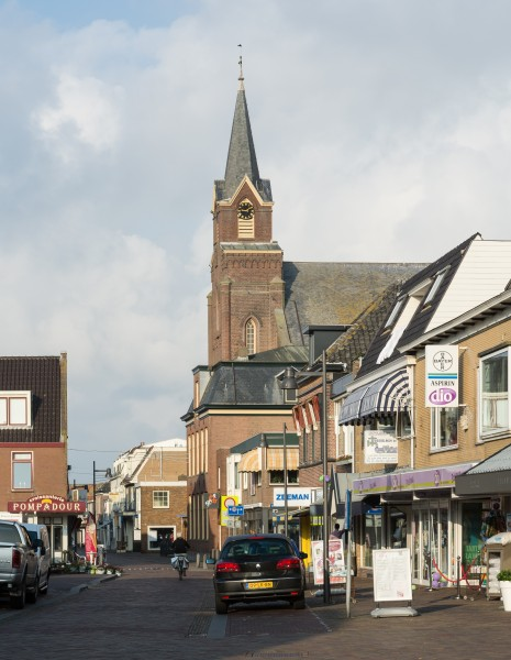 Sint Agneskerk Egmond with shopping Street 2014