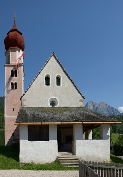 St. Oswald Kirche in Kastelruth Westseite
