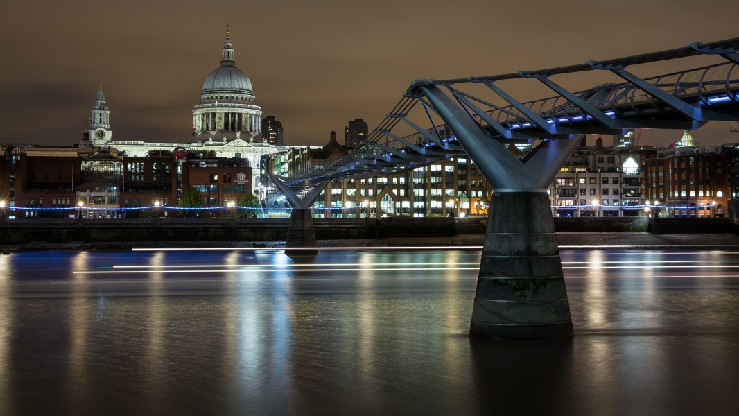 St Paul Cathedral - Thames Night Long Exposure 02