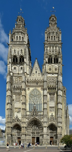 Tours Cathedral facade