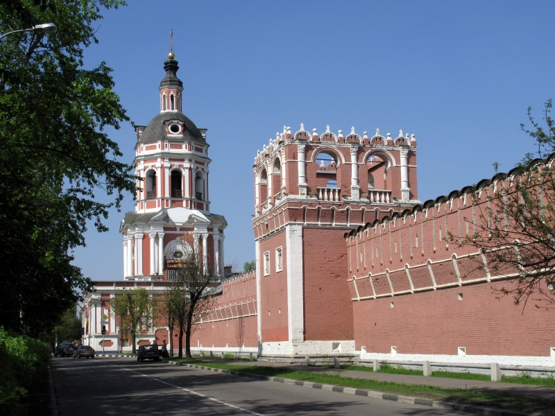 Walls and towers of Donskoy Monastery 05