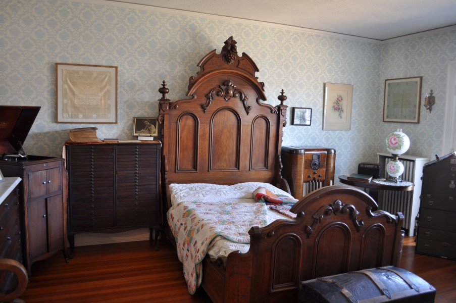 Polson Museum - bedroom