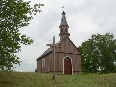 BZN Zemaiciu Kalvarija Cross road chapel front sideview left 1