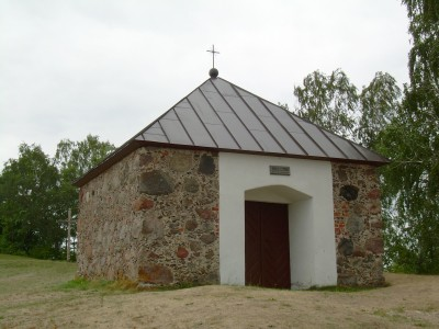 BZN Zemaiciu Kalvarija Cross road chapel front sideview left 2