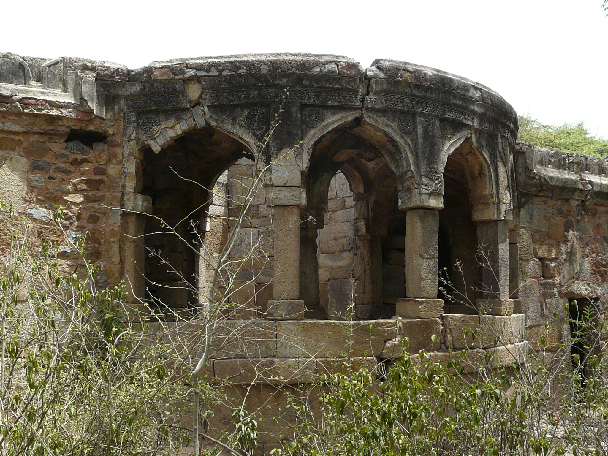 Rajon ki Baoli arcade around well