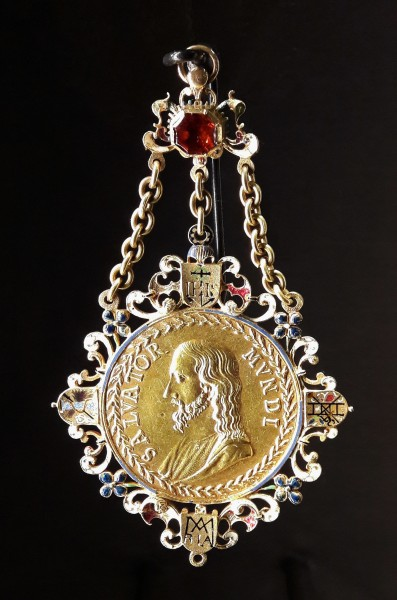 Vienna Pendant with a medal
