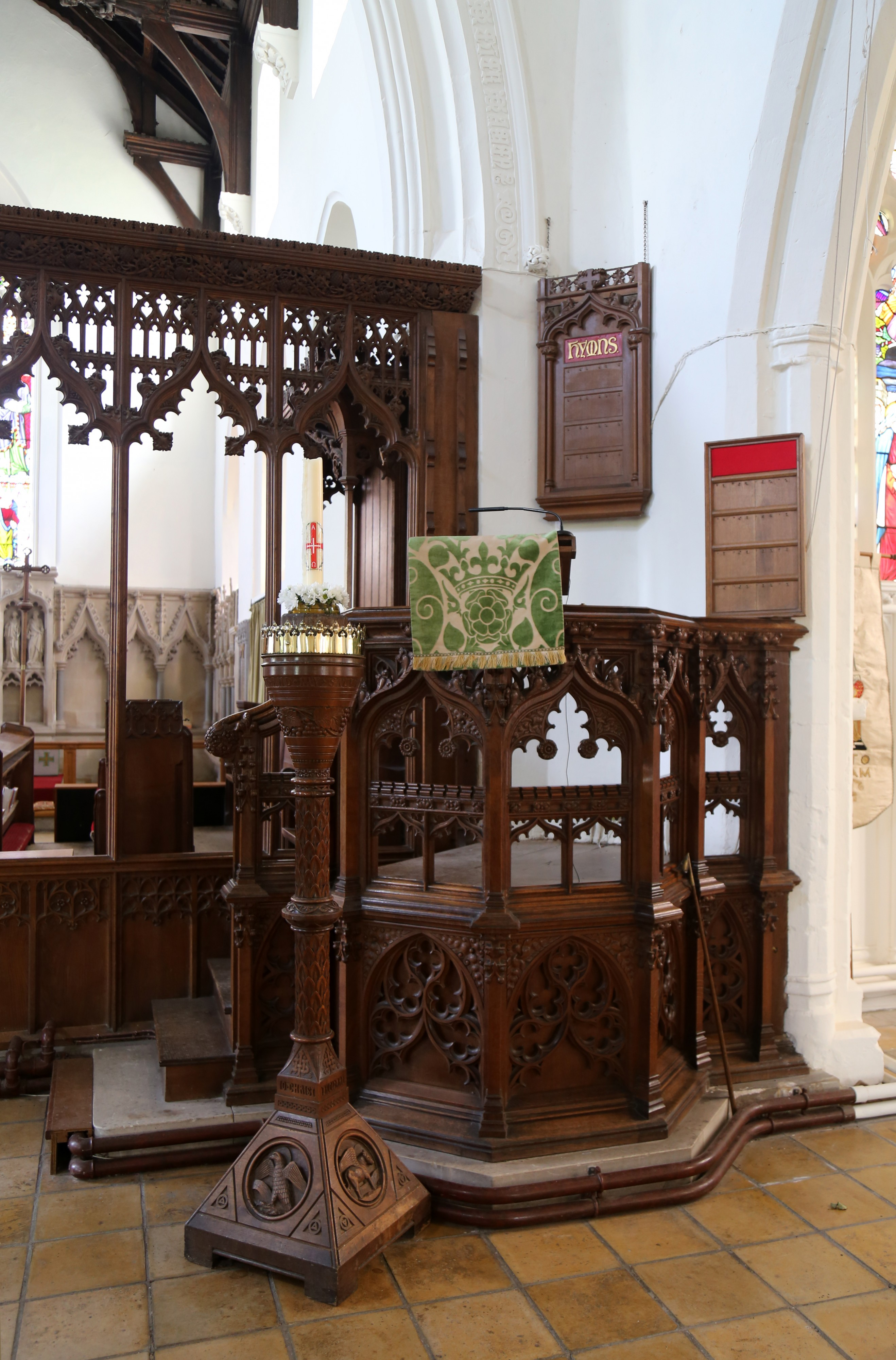 Church of Ss Mary & Lawrence interior - pulpit and bay screen between nave and aisle