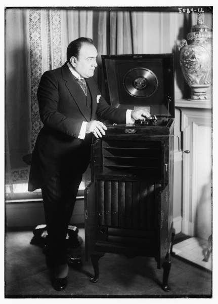Caruso with phonograph