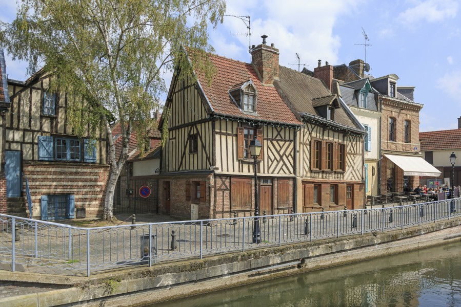 Amiens France Buildings-in-Rue-Motte-01a