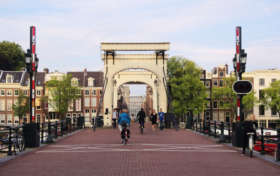 Magere Brug 2044