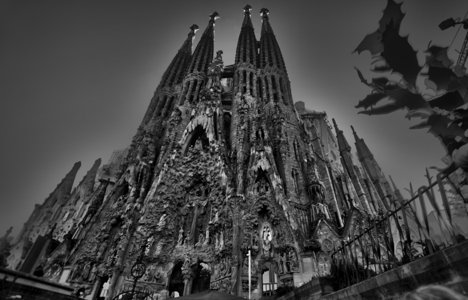 HDR sagradafamfrontal (16321190582)