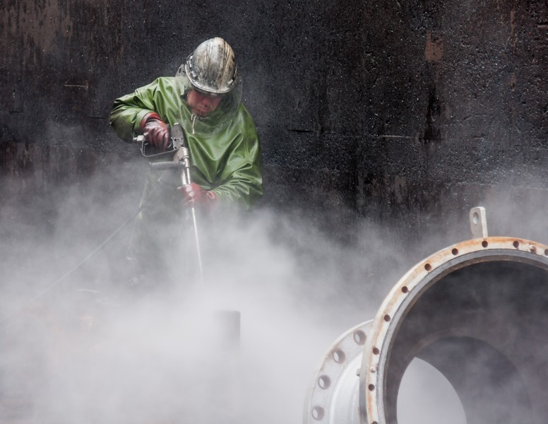 High-Pressure-Cleaning-with-Personal-Protective-Equipment-02