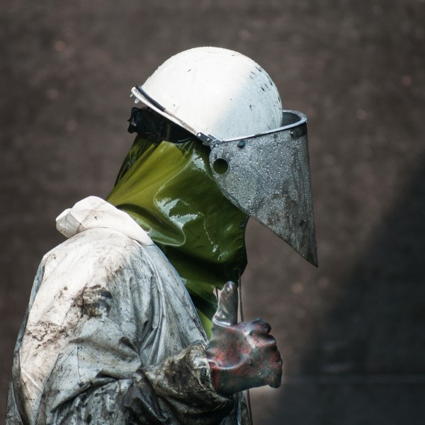 High-Pressure-Cleaning-with-Personal-Protective-Equipment-03