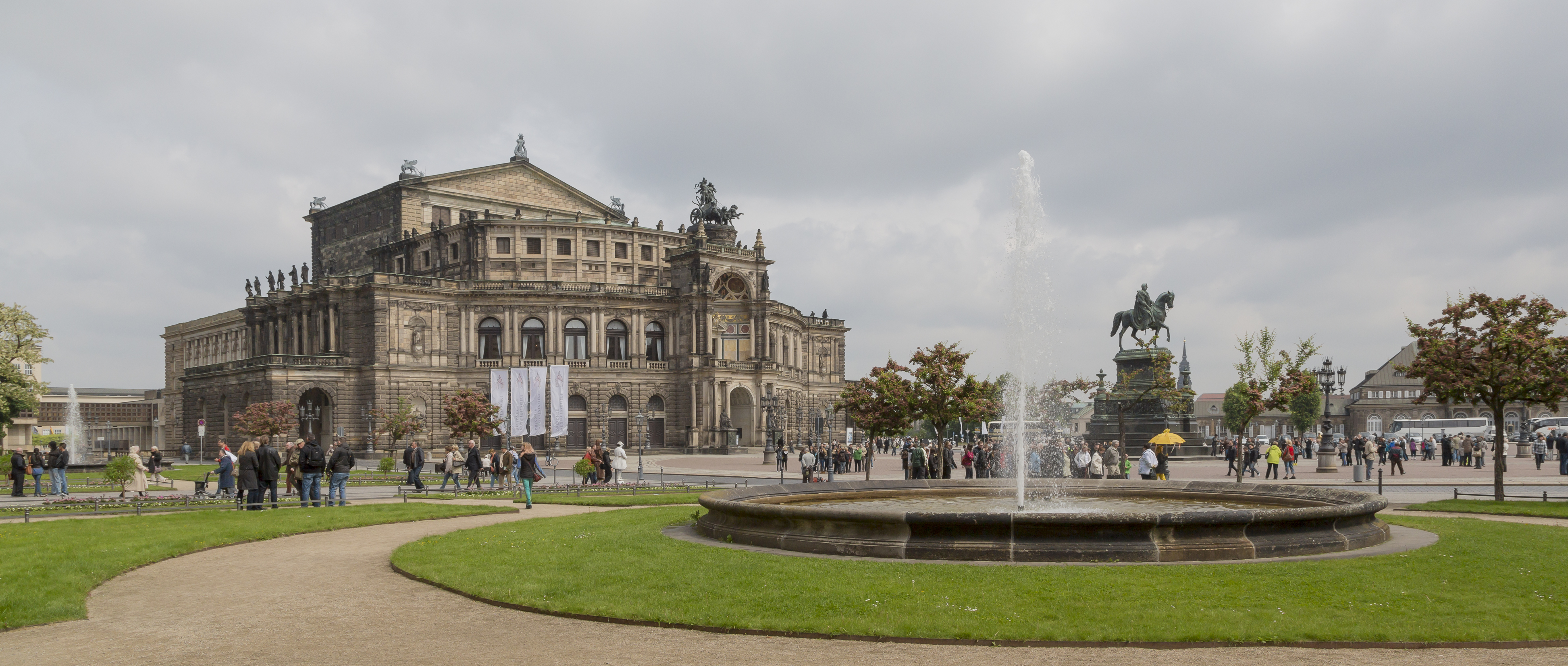 Dresden Germany Exterior-of-Semperoper-01a