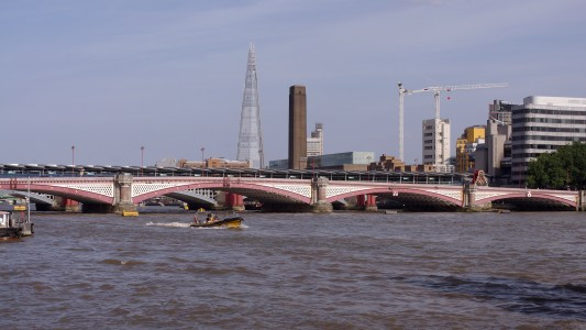 London MMB «I8 Blackfriars Bridge