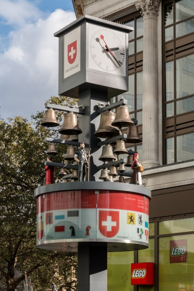 London, Swiss Glockenspiel -- 2016 -- 4867