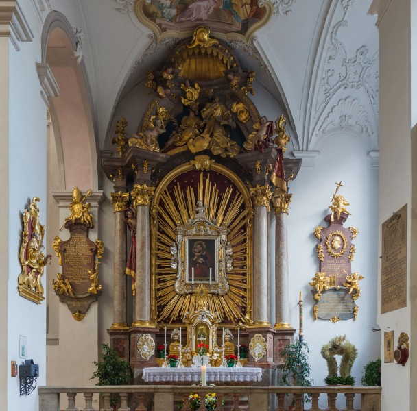 Side altar Peterskirche Munich