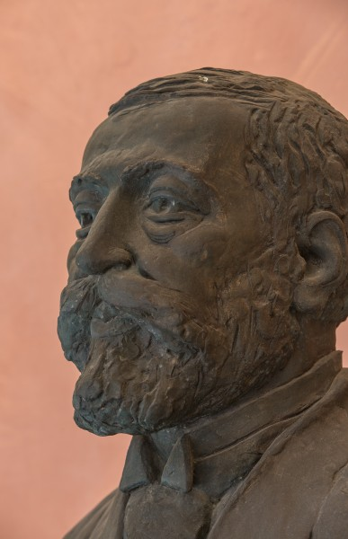 Adam Politzer (1835-1920), physician, Nr. 135, bust (bronze) in the Arkadenhof of the University of Vienna-3629-2