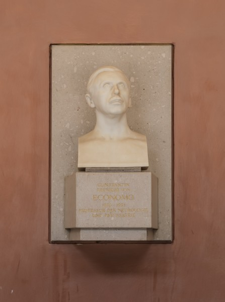 Constantin von Economo (1865-1935), Nr. 139, bust (marble) in the Arkadenhof of the University of Vienna-3264-HDR