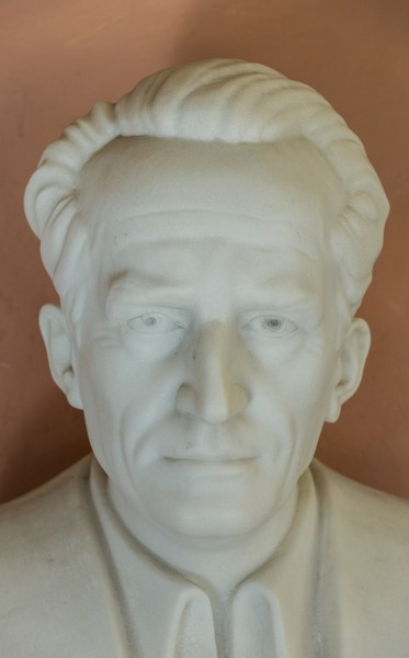 Erwin Schrödinger (1887-1961), Nr. 112, bust (marble) in the Arkadenhof of the University of Vienna-2950