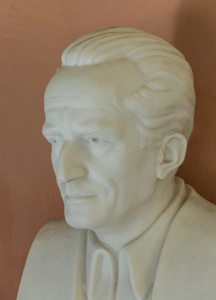 Erwin Schrödinger (1887-1961), Nr. 112, bust (marble) in the Arkadenhof of the University of Vienna-2952