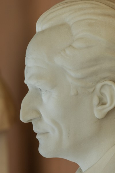 Erwin Schrödinger (1887-1961), Nr. 112, bust (marble) in the Arkadenhof of the University of Vienna-2955