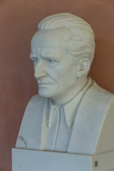 Erwin Schrödinger (1887-1961), Nr. 112, bust (marble) in the Arkadenhof of the University of Vienna-2963