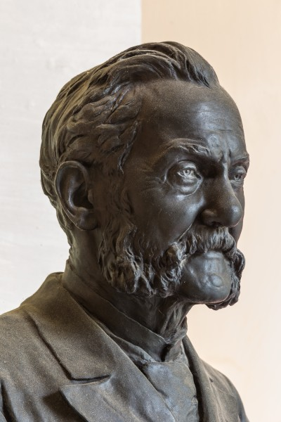 Josef Unger (Nr. 65) bust (bronze) in the Arkadenhof, University of Vienna-9332